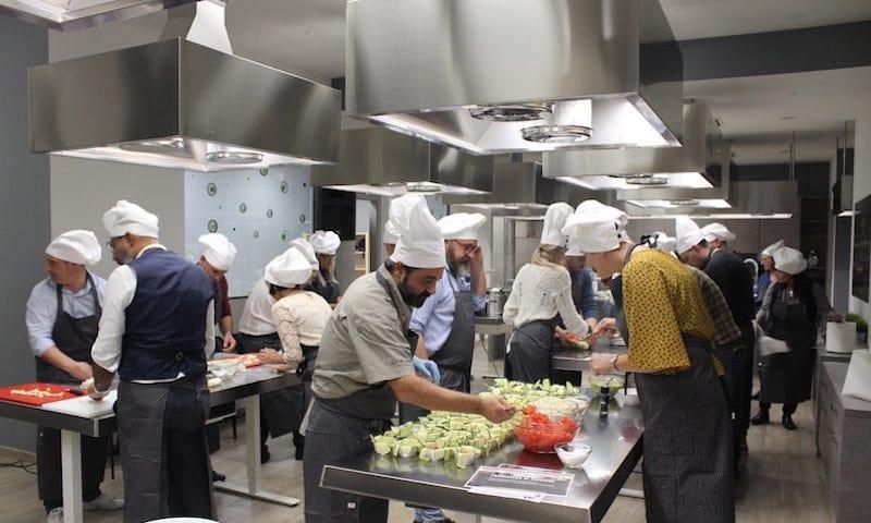 Team-aziendale-sfida-cucina