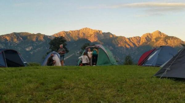Dormire in tenda sulle montagne del Lago di Como